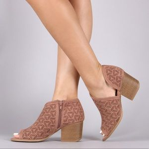 Shoes - 🌸HP🌸Open Toe Side Cut-Out Booties
